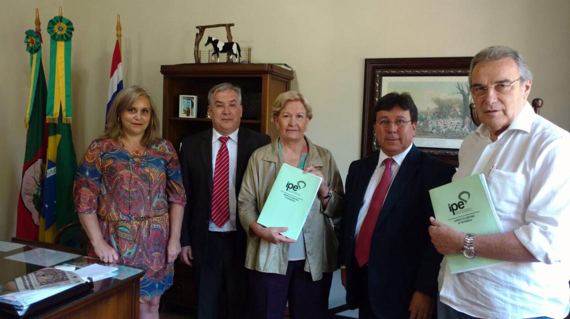 Presidente do Instituto de Previdência do RS é recebido pela senadora em Porto Alegre