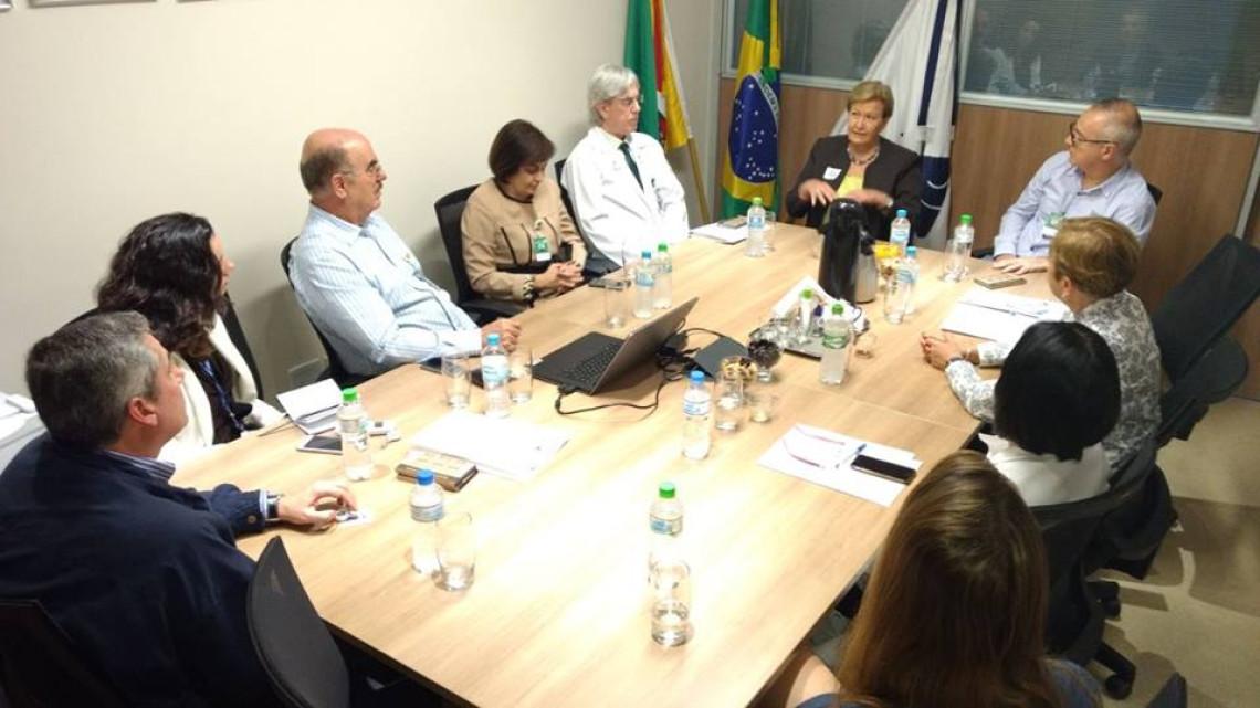 Na Fundação Médica do Rio Grande do Sul, senadora esclarece dúvidas sobre projeto que institui os fundos patrimoniais