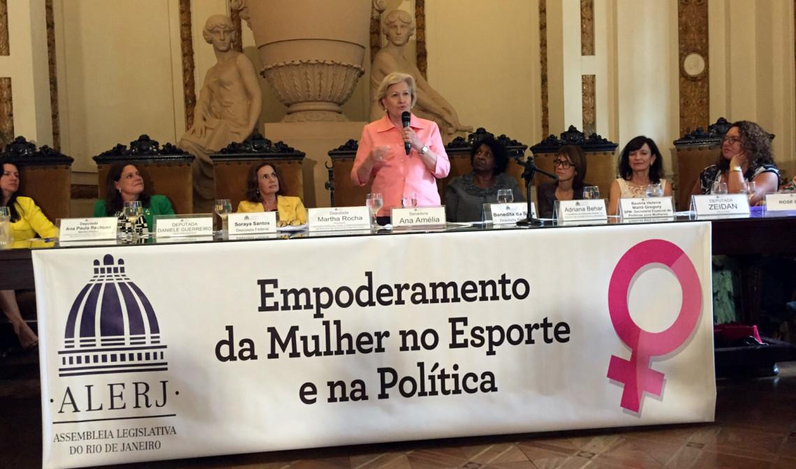 Senadora representa a Procuradoria da Mulher em evento na Assembleia Legislativa do Rio de Janeiro