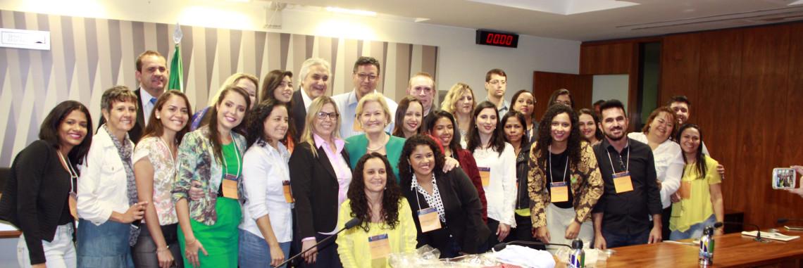 Professores participantes do Programa Jovem Senador participam de encontro com a senadora Ana Amélia
