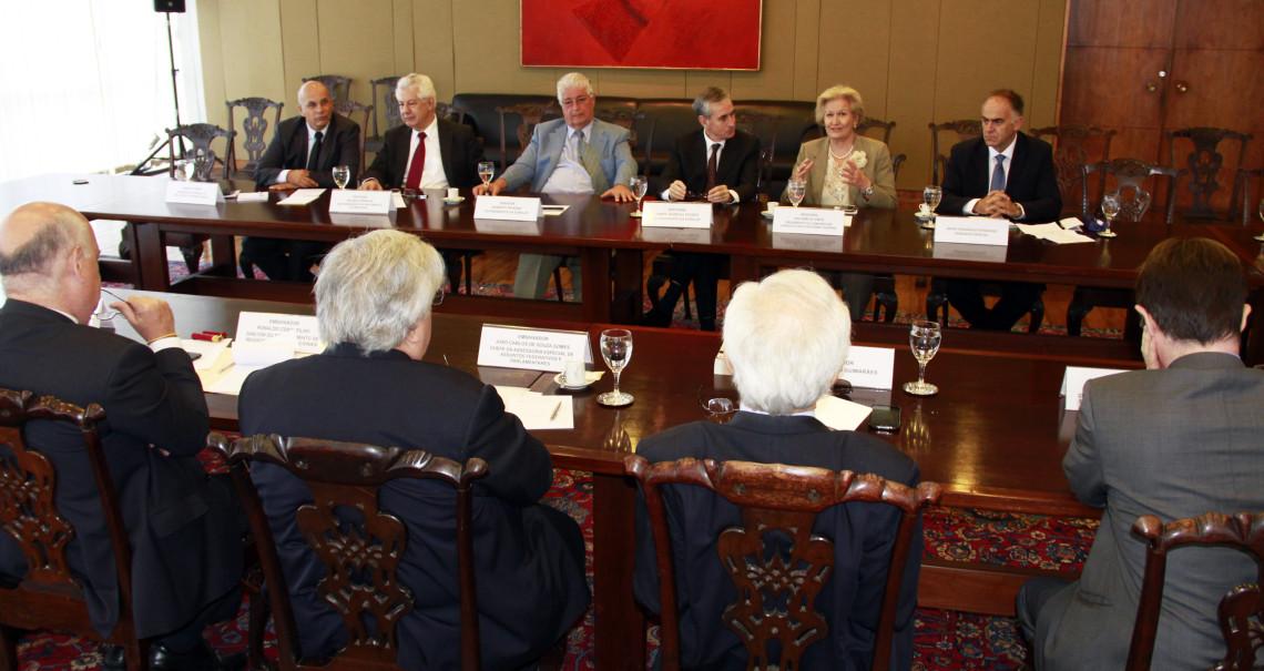 Relações comerciais são debatidas em encontro com a presença do co-presidente da Eurolat