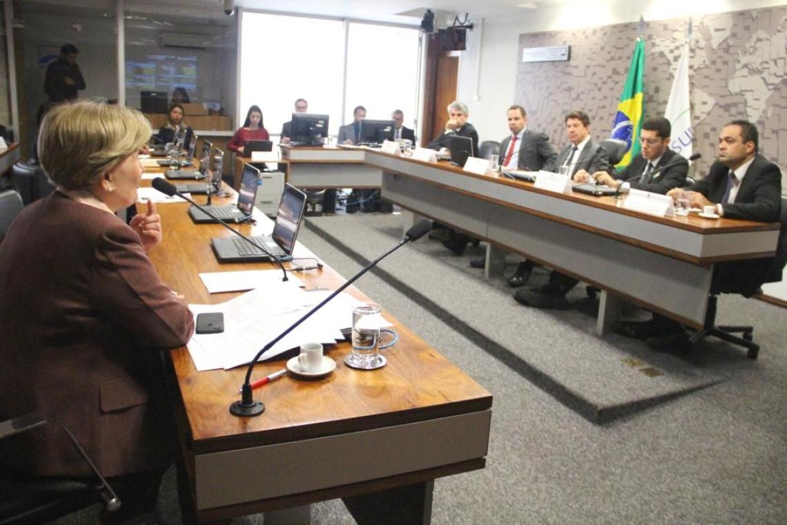 Crise do leite é debatida em audiência na Comissão de Agricultura do Senado