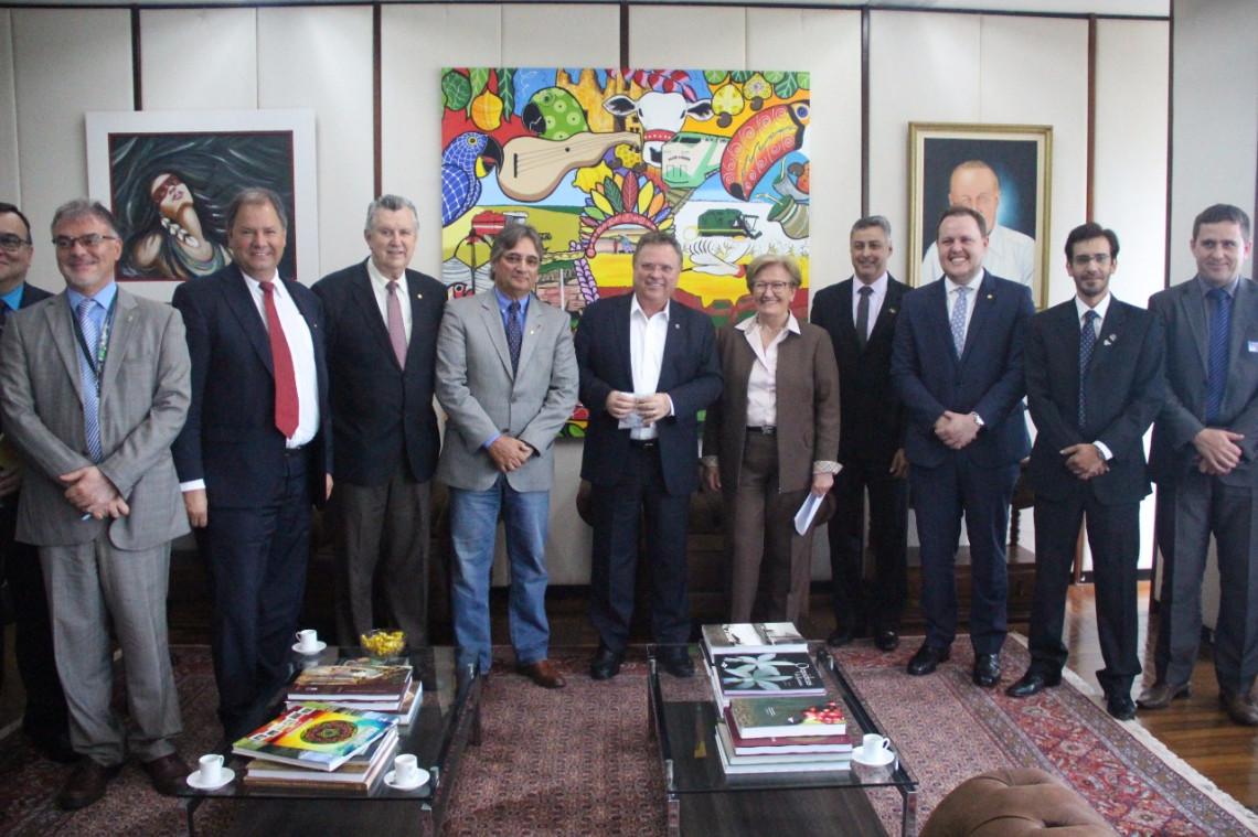 Farsul e Federarroz entregam demandas ao ministro da Agricultura