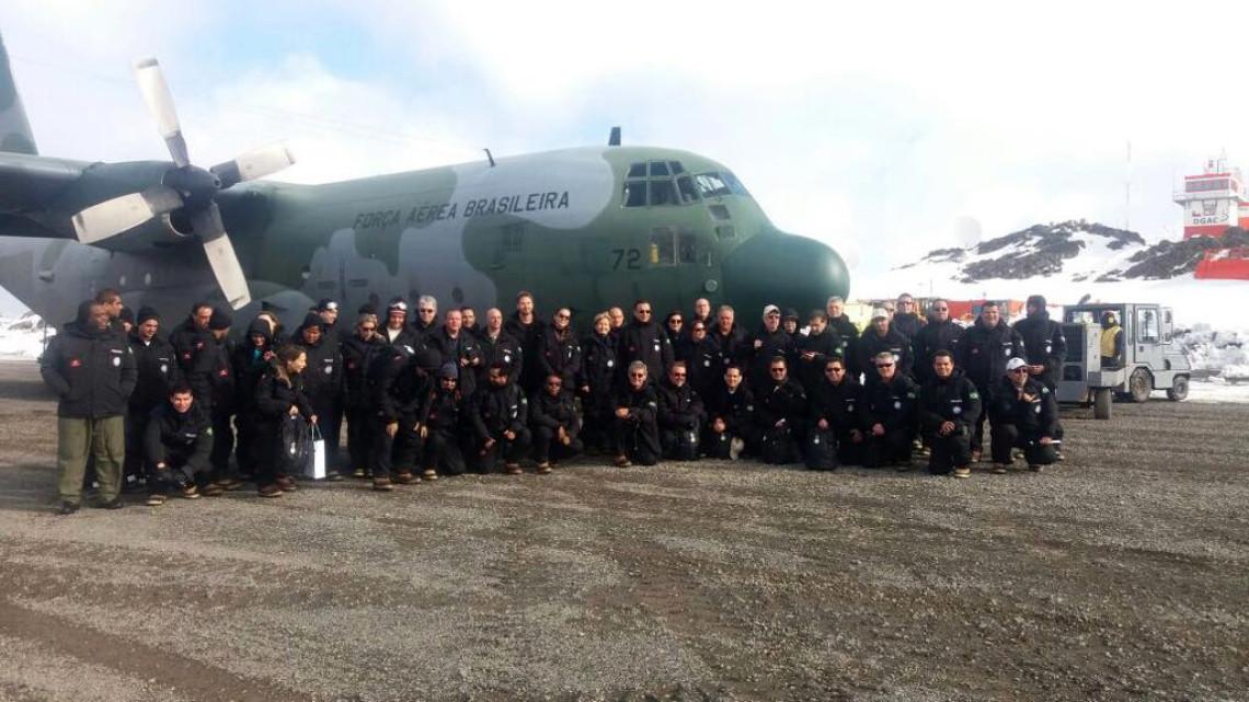 Parlamentares acompanham trabalho de pesquisa na Estação Antártica Comandante Ferraz