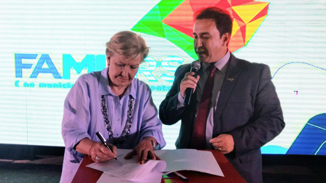 Senadora renova compromissos com municipalismo e assina parceria para impulsionar turismo no Estado