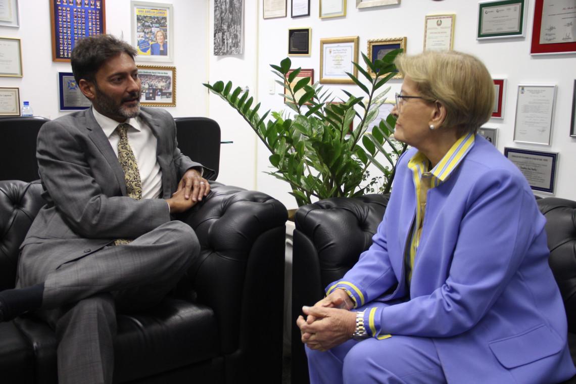 Pauta bilateral de comércio foi um dos temas da reunião entre senadora e embaixador do Reino Unido no Brasil