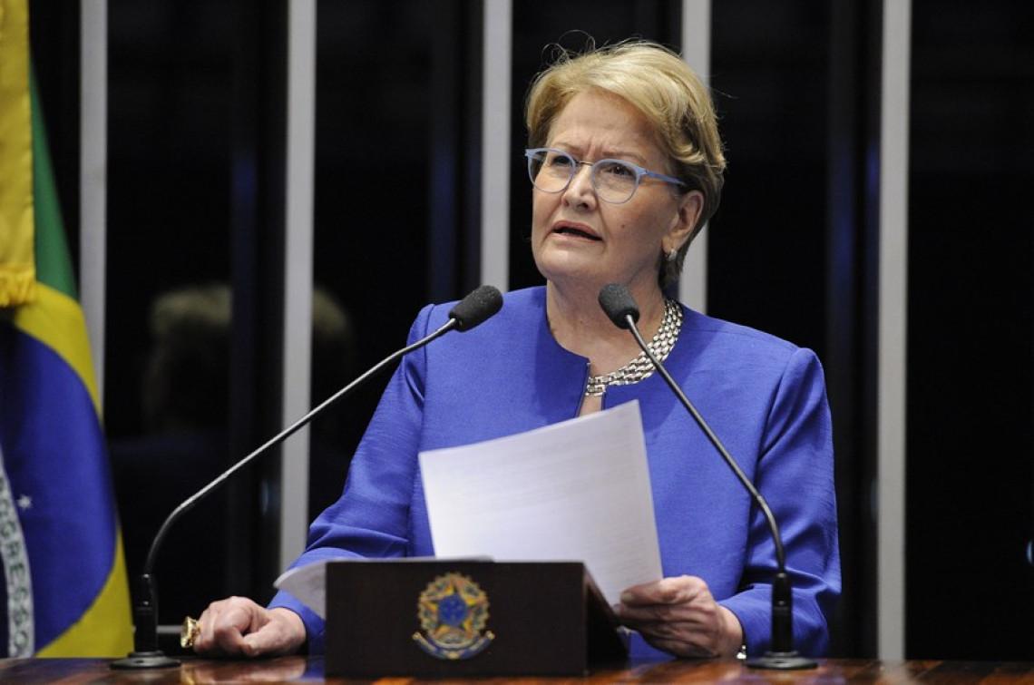 """Senadora questiona """"legado"""" da gestão petista"""