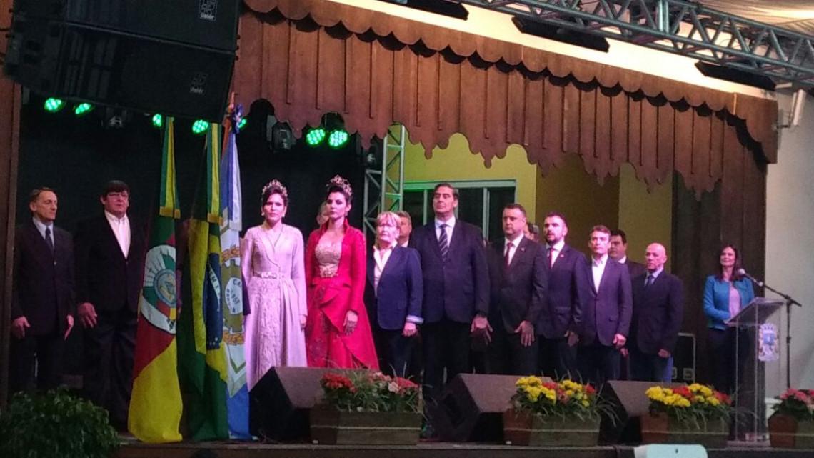 Senadora participa da abertura do 26º FestiQueijo, em Carlos Barbosa
