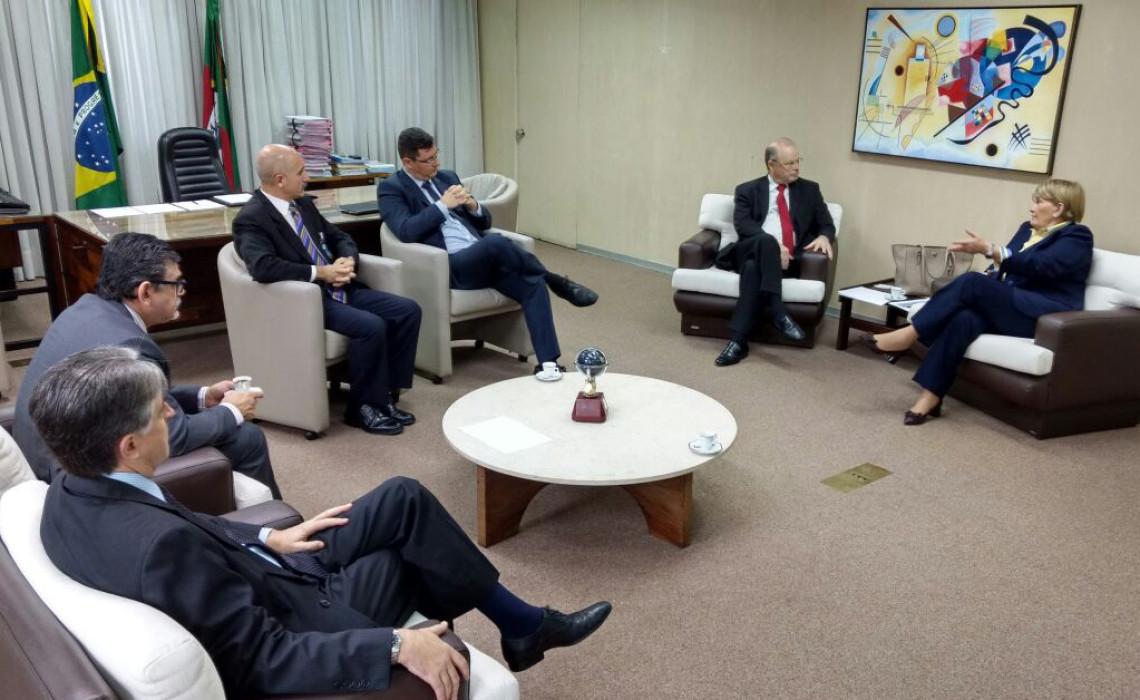 Rezoneamento eleitoral no RS e voto impresso nas eleições foram temas de reunião com o presidente do TRE-RS