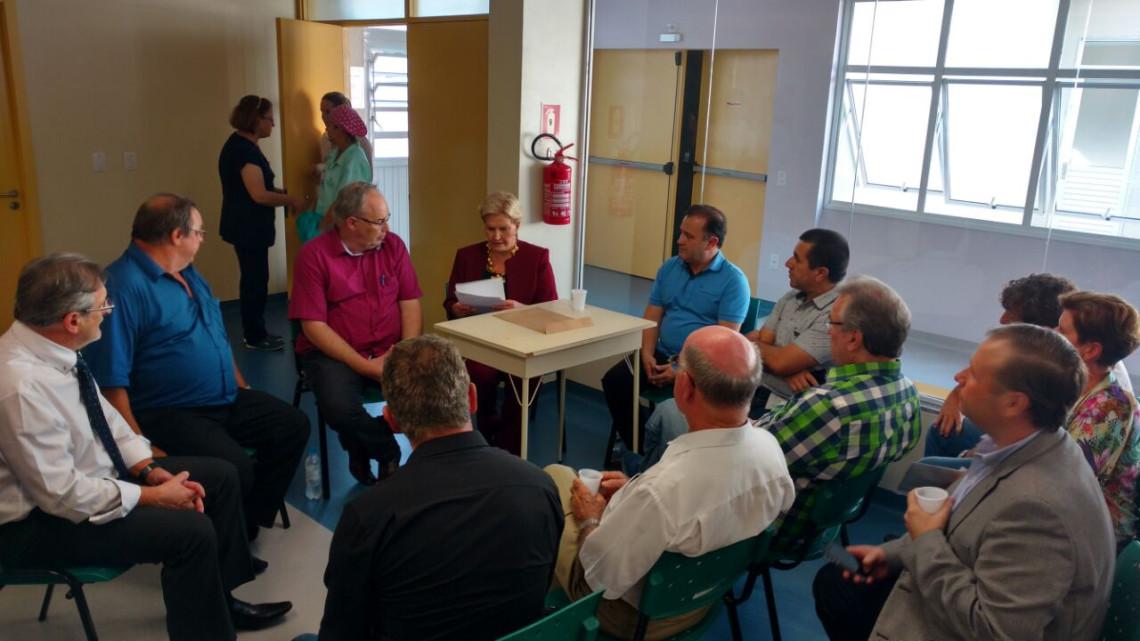 Em Campo Bom, no RS, senadora visita hospital Lauro Reus