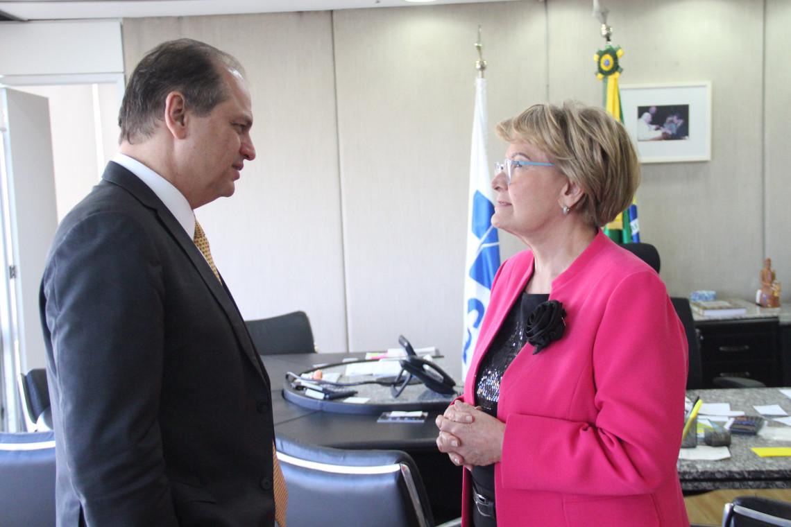 Ana Amélia entrega ao ministro da Saúde demandas para a recuperação das Santas Casas
