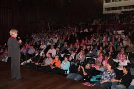 Convenção da Mulher Progressista Gaúcha lota o Teatro Dante Barone em Porto Alegre