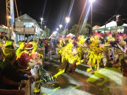 Carnaval fora de época de Uruguaiana movimenta a economia