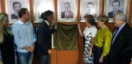 Primeira mulher a comandar a Assembleia Gaúcha, deputada progressista inaugura foto na galeria dos ex-presidentes