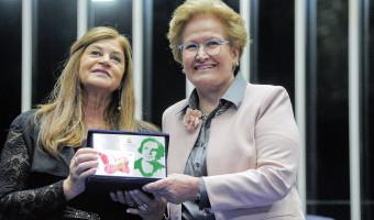 Diza Gonzaga é homenageada com o diploma Bertha Lutz no Senado