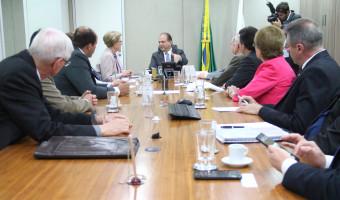 Ministro da Saúde recebe representantes do setor fumageiro