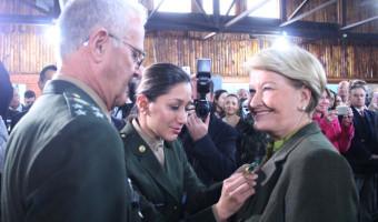 Ana Amélia é condecorada com a Medalha Exército Brasileiro, em Porto Alegre