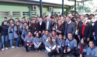 Em Gravataí, Ana Amélia visita a Escola do Senai Ney Damasceno Ferreira