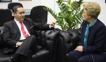 Presidente do TRF-4 é recebido por Ana Amélia em Brasília