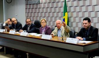 Debatedores divergem sobre prazo para desligamento do PET