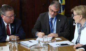 Ana Amélia apresenta ao MAPA alternativas para enfrentar crise no setor leiteiro