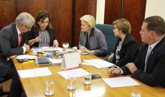 Frente Parlamentar da Agropecuária participa de reunião com a ministra Kátia Abreu