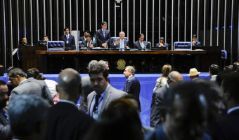 Senado aprova em 1º turno PEC com regras para diminuir número de partidos políticos