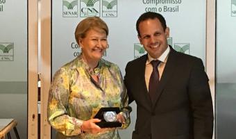 Ana Amélia é homenageada nos 40 anos da Secretaria de Defesa Agropecuária