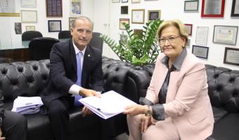 """Relator do """"10 Medidas de Combate à Corrupção"""" na Câmara entrega proposta aprovada na Comissão à senadora Ana Amélia"""