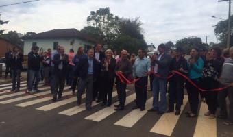 Nas celebrações do aniversário de Cotiporã, senadora participa de inauguração de asfalto
