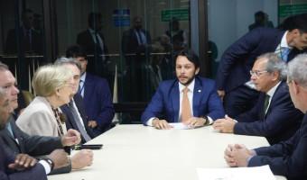 Parlamentares da CMO apresentam calendário do Orçamento a Paulo Guedes