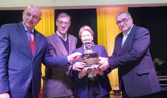 Ana Amélia recebe prêmio do setor varejista