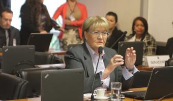 Comissão aprova multa para patrão que não assinar carteira de empregado doméstico