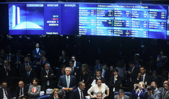 Senado aprova parecer pela continuidade do processo contra Dilma Rousseff