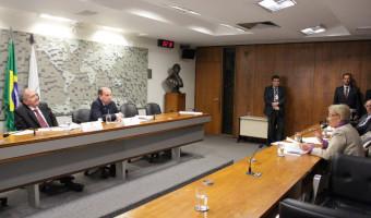 Forças Armadas são 'duplamente atingidas' por cortes orçamentários, adverte Aldo Rebelo