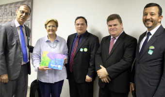 Comitiva de Santa Rosa convida senadora para a Fenasoja 2018