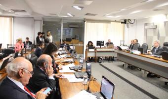 Projeto que prevê avaliação do serviço prestado em órgãos públicos é aprovado na CCJ