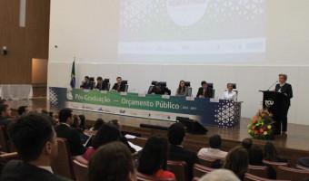 Ana Amélia é paraninfo de pós-graduação em Orçamento Público