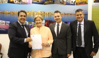 Senadora confirma participação em evento da Famurs