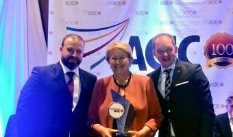Senadora recebe troféu Israel de Almeida conferido pela ACIC de Carazinho