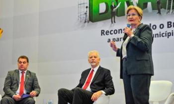 Em evento da Famurs, Ana Amélia defende reforma tributária fiscal e tributária fatiada