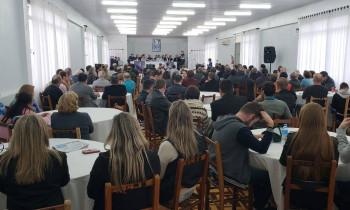 Crise no setor leiteiro é abordada por Ana Amélia durante evento em Três de Maio
