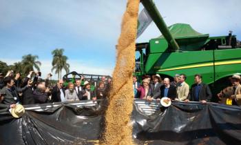 Clima de otimismo marca abertura da Fenasoja em Santa Rosa